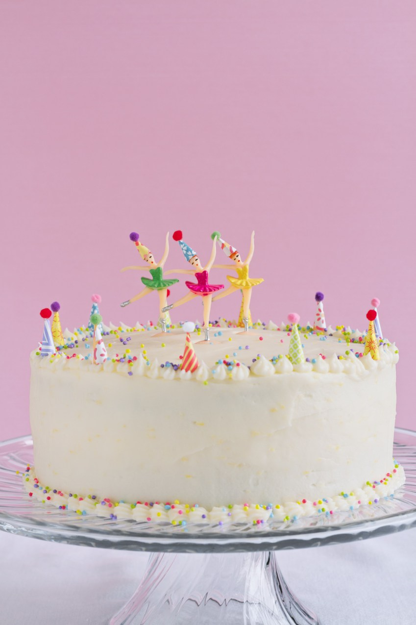 one-bowl-yellow-cake-with-lemon-buttercream-frosting (1)