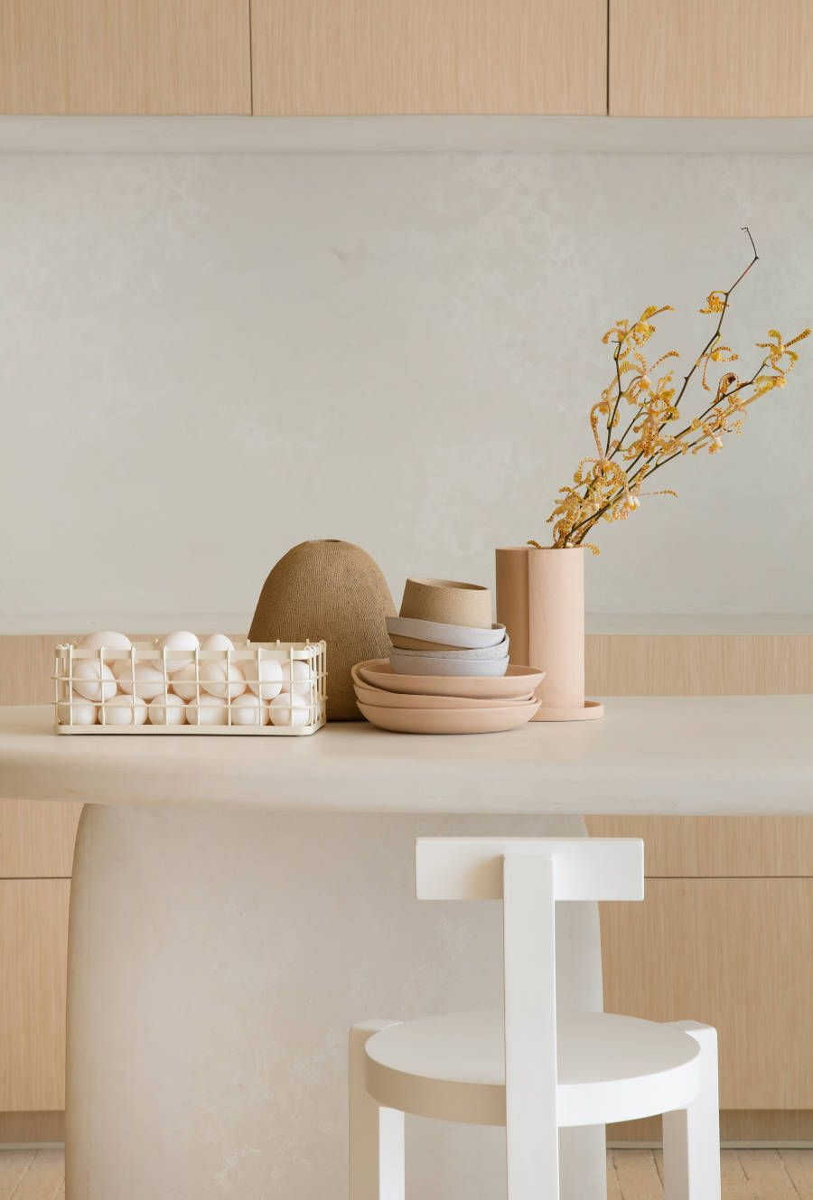 Cozinha monocromática minimalista CasaCor Nildo José